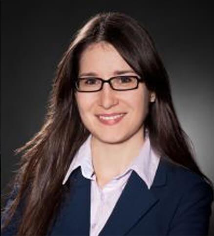 Frau Nadine Maier